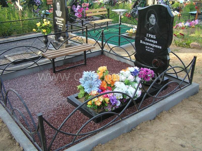 как оформить могилу искусственными цветами фото